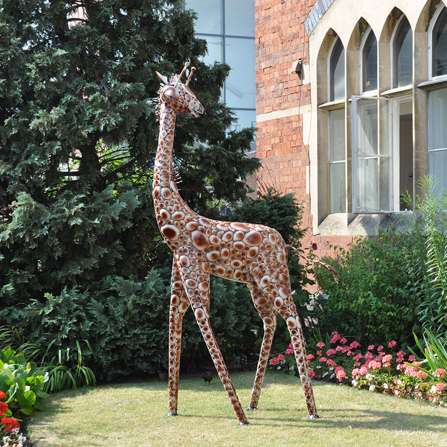 Metal garden giraffe ornament large garden ornaments for Large outdoor ornaments