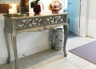 tall_mirrored_console_table_for_the_hallway