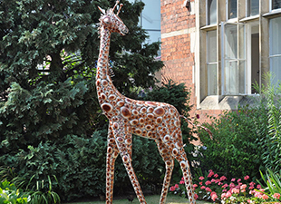 Medium-Metal-Giraffe-Garden-Sculpture_ml