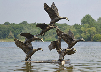 metal_flying_ducks_garden_sculpture-min
